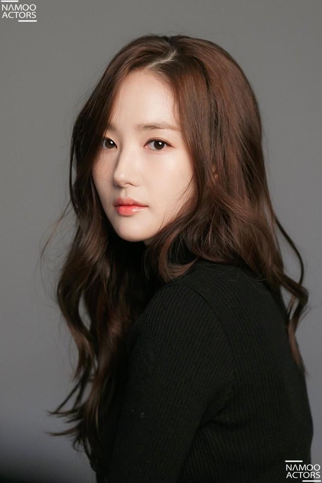 Ảnh hậu trường đẹp khó tin của đệ nhất dao kéo Park Min Young: Đẳng cấp còn hơn cả thần tiên tỉ tỉ - ảnh 15