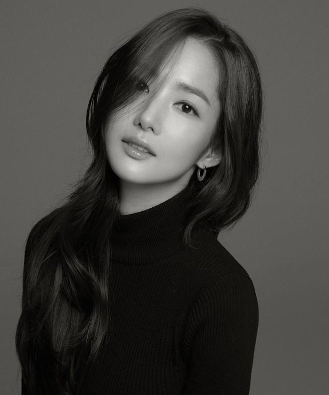 Ảnh hậu trường đẹp khó tin của đệ nhất dao kéo Park Min Young: Đẳng cấp còn hơn cả thần tiên tỉ tỉ - ảnh 16