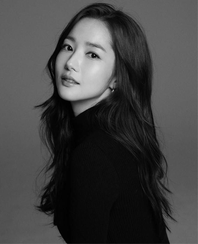 Ảnh hậu trường đẹp khó tin của đệ nhất dao kéo Park Min Young: Đẳng cấp còn hơn cả thần tiên tỉ tỉ - ảnh 17