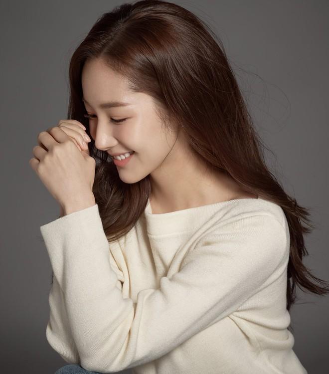 Ảnh hậu trường đẹp khó tin của đệ nhất dao kéo Park Min Young: Đẳng cấp còn hơn cả thần tiên tỉ tỉ - ảnh 18