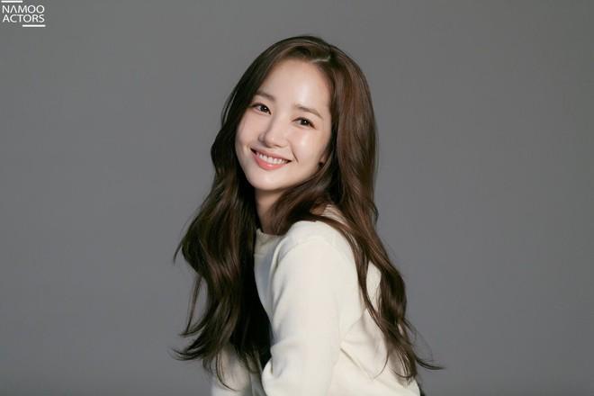 Ảnh hậu trường đẹp khó tin của đệ nhất dao kéo Park Min Young: Đẳng cấp còn hơn cả thần tiên tỉ tỉ - ảnh 21