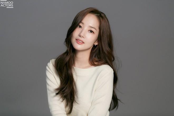 Ảnh hậu trường đẹp khó tin của đệ nhất dao kéo Park Min Young: Đẳng cấp còn hơn cả thần tiên tỉ tỉ - ảnh 22