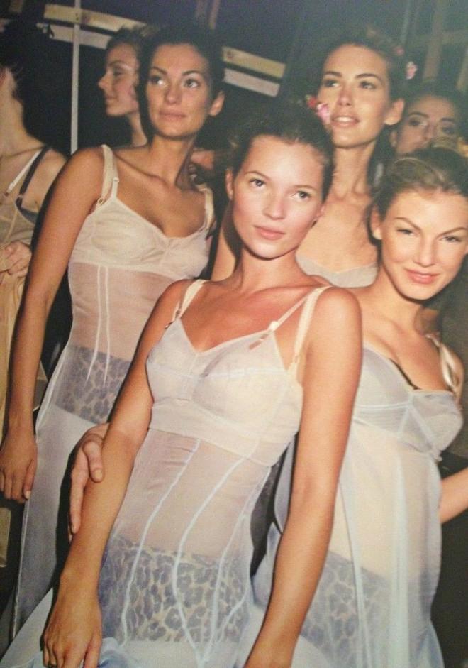 NTK của Dolce&Gabbana tỏ ý chê Kate Moss mặc xấu, giới mộ điệu lập tức chỉ trích: GATO! - Ảnh 5.