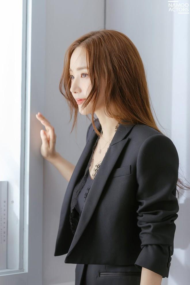 Ảnh hậu trường đẹp khó tin của đệ nhất dao kéo Park Min Young: Đẳng cấp còn hơn cả thần tiên tỉ tỉ - ảnh 6