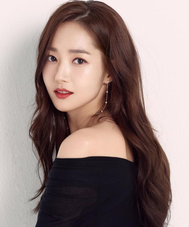 Ảnh hậu trường đẹp khó tin của đệ nhất dao kéo Park Min Young: Đẳng cấp còn hơn cả thần tiên tỉ tỉ - ảnh 7