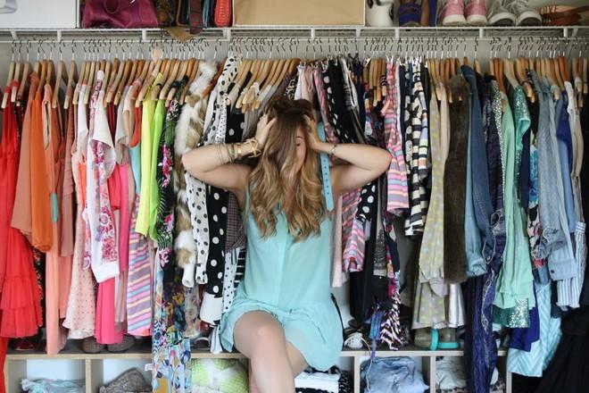 Đã tìm ra nguyên nhân cho câu than thở muôn thuở của chị em mỗi khi mở tủ quần áo mình chẳng có cái gì để mặc - ảnh 2