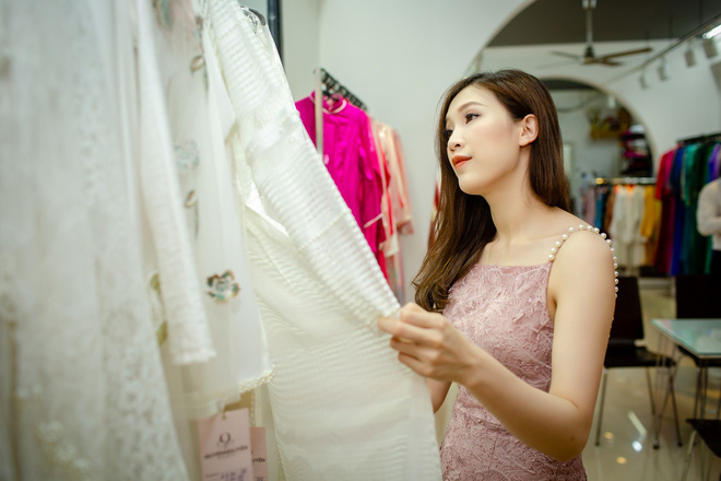 Ông xã điển trai của Hoa hậu Phí Thùy Linh đích thân tháp tùng vợ - Ảnh 5.