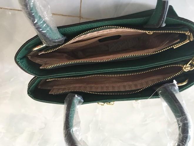 Chụp ảnh túi xách được tặng lên hỏi hàng xịn hay nhái, người phụ nữ bị gạch đá túi bụi vì vô duyên - Ảnh 3.