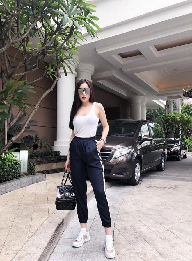Chỉ với áo phông kẻ và quần jeans, một mình Hà Tăng cân cả street style sao Việt tuần này - Ảnh 3.