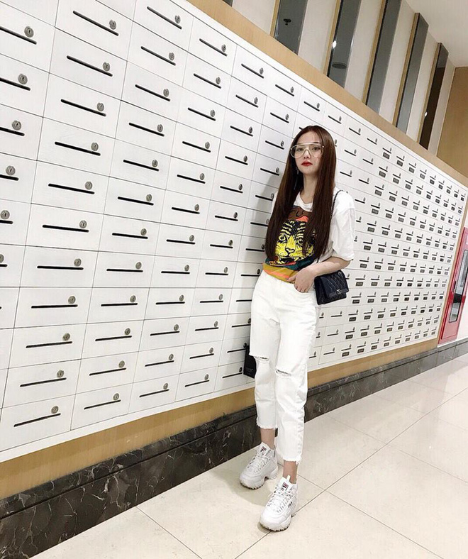 Chỉ với áo phông kẻ và quần jeans, một mình Hà Tăng cân cả street style sao Việt tuần này - Ảnh 7.