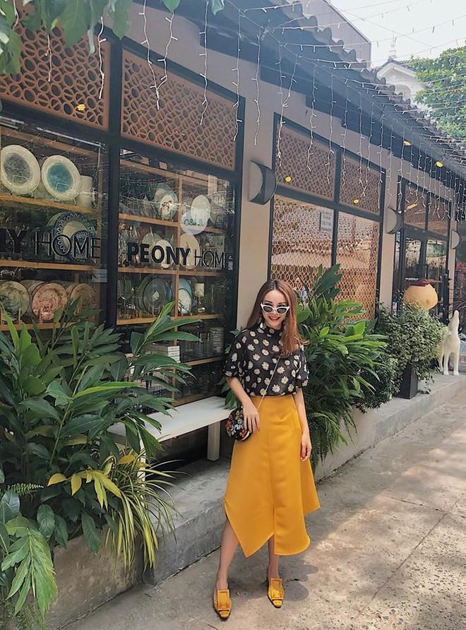 Chỉ với áo phông kẻ và quần jeans, một mình Hà Tăng cân cả street style sao Việt tuần này - Ảnh 8.