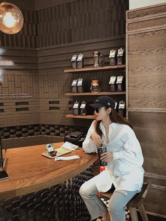 Chỉ với áo phông kẻ và quần jeans, một mình Hà Tăng cân cả street style sao Việt tuần này - Ảnh 9.