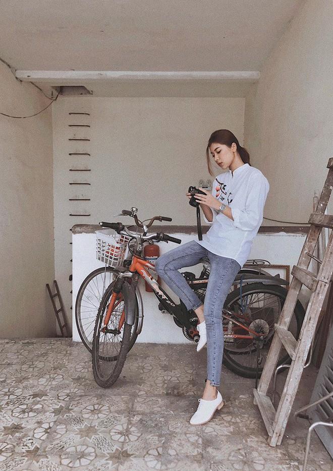 Chỉ với áo phông kẻ và quần jeans, một mình Hà Tăng cân cả street style sao Việt tuần này - Ảnh 12.