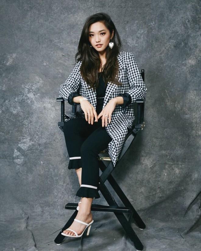 """Mặc đẹp từ đồ công sở tới trang phục """"ngầu"""", ai ngờ nàng blogger với hàng triệu người hâm mộ này chỉ cao 1m55 - Ảnh 8."""