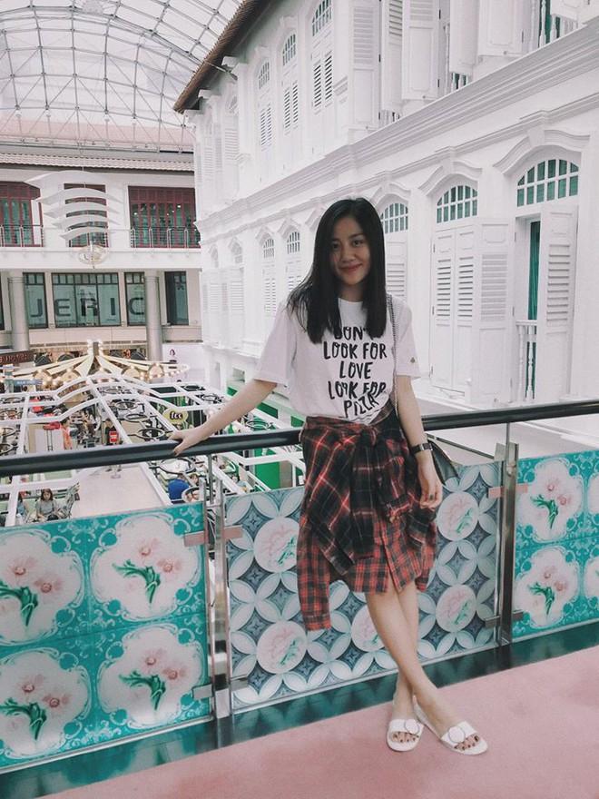 Chỉ với áo phông kẻ và quần jeans, một mình Hà Tăng cân cả street style sao Việt tuần này - Ảnh 13.