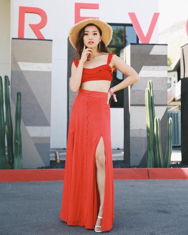 """Mặc đẹp từ đồ công sở tới trang phục """"ngầu"""", ai ngờ nàng blogger với hàng triệu người hâm mộ này chỉ cao 1m55 - Ảnh 13."""