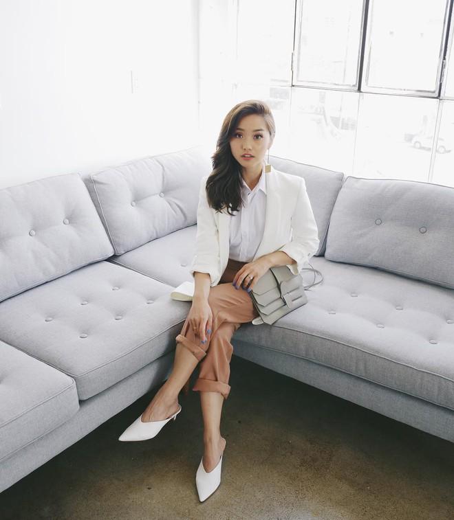 """Mặc đẹp từ đồ công sở tới trang phục """"ngầu"""", ai ngờ nàng blogger với hàng triệu người hâm mộ này chỉ cao 1m55 - Ảnh 2."""