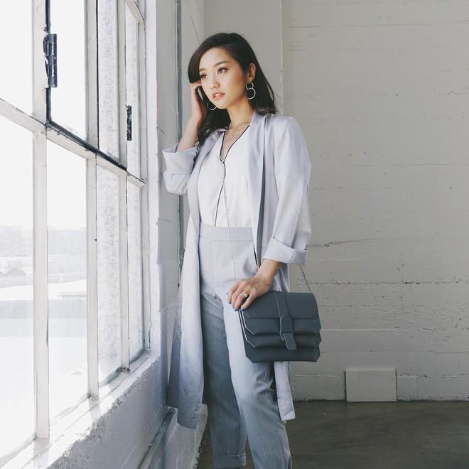"""Mặc đẹp từ đồ công sở tới trang phục """"ngầu"""", ai ngờ nàng blogger với hàng triệu người hâm mộ này chỉ cao 1m55 - Ảnh 3."""