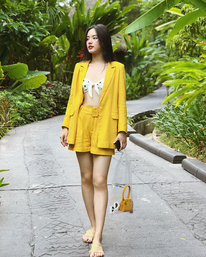 Chỉ với áo phông kẻ và quần jeans, một mình Hà Tăng cân cả street style sao Việt tuần này - Ảnh 17.