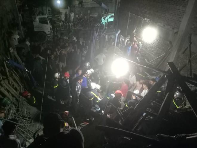 Hà Nội: Sập nhà đang xây dựng khiến 4 người thương vong - Ảnh 1.