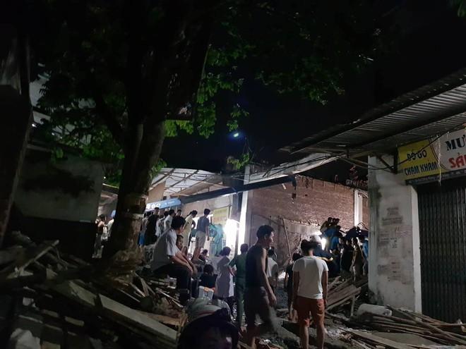 Hà Nội: Sập nhà đang xây dựng khiến 4 người thương vong - Ảnh 4.