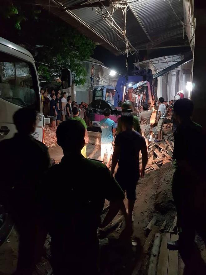 Hà Nội: Sập nhà đang xây dựng khiến 4 người thương vong - Ảnh 5.