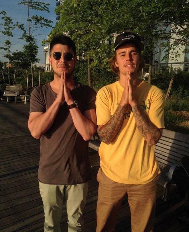 Justin Bieber chụp ảnh với fan nhưng không biết ai là fan, ai là idol nữa? - ảnh 6