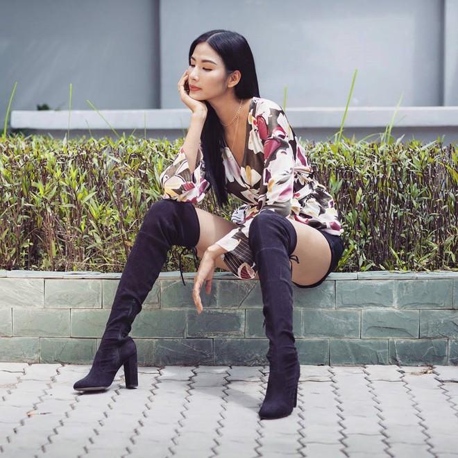 Chỉ với áo phông kẻ và quần jeans, một mình Hà Tăng cân cả street style sao Việt tuần này - Ảnh 16.