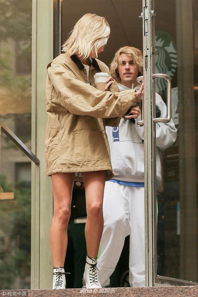 Justin Bieber bị chê giống ông chú U50 vì luộm thộm, đầu bù tóc rối khi hẹn hò cùng siêu mẫu nóng bỏng - Ảnh 3.