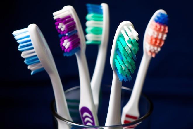 Đây chính là thời điểm nên vứt ngay các sản phẩm vệ sinh, thuốc và sản phẩm chăm sóc da bạn hay dùng vào thùng rác! - Ảnh 6.