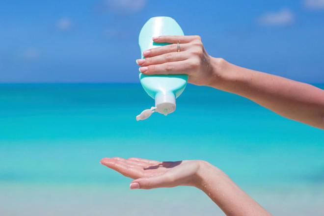 Đây chính là thời điểm nên vứt ngay các sản phẩm vệ sinh, thuốc và sản phẩm chăm sóc da bạn hay dùng vào thùng rác! - Ảnh 8.