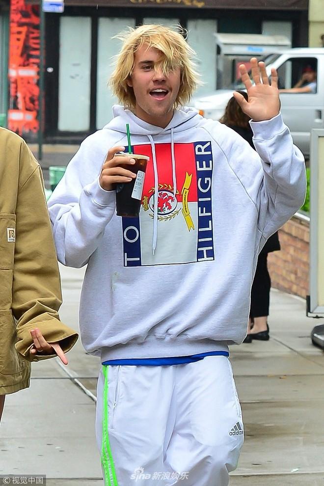Justin Bieber bị chê giống ông chú U50 vì luộm thộm, đầu bù tóc rối khi hẹn hò cùng siêu mẫu nóng bỏng - Ảnh 5.