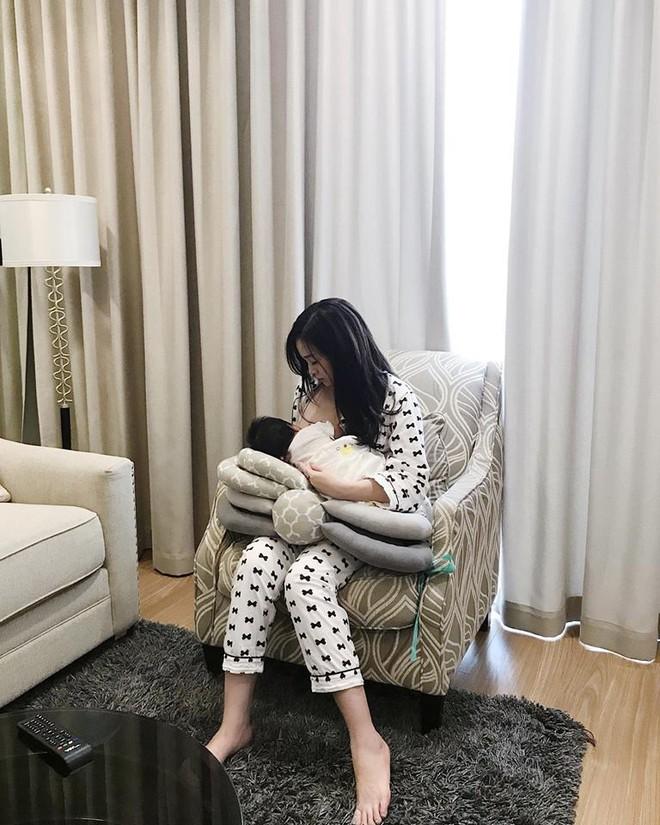 Sau 1 tháng ở cữ, Ngọc Mon tươi tắn khoe dáng vóc như gái còn son, lần đầu tiên bế con gái mới sinh ra ngoài - ảnh 3