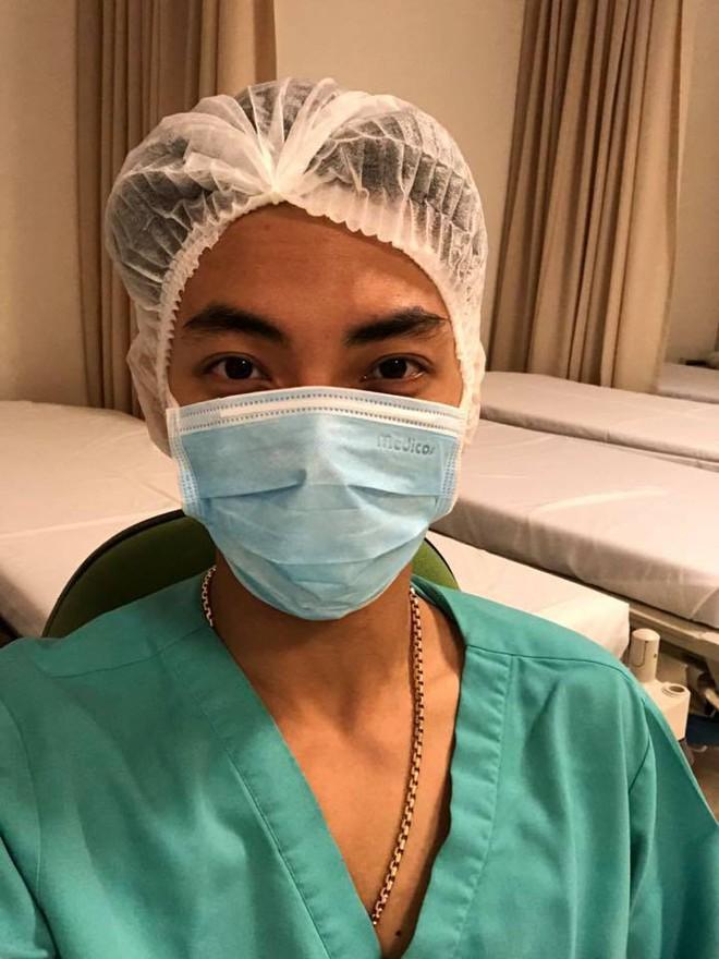 Phan Hiển hạnh phúc khoe hình ảnh đầu tiên của Khánh Thi sau khi sinh hạ con gái ở tuổi 37  - Ảnh 2.