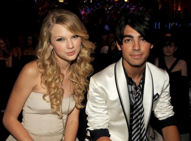 Taylor Swift và Selena Gomez: Tình bạn chân thành suốt 13 năm của hai ngôi sao quyền lực nhất showbiz - Ảnh 2.