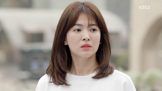 Khi đồn đoán vẫn chưa rõ thực hư, Nhã Phương đã kịp đổi tóc giống hệt Song Hye Kyo trong Hậu Duệ Mặt Trời - Ảnh 4.