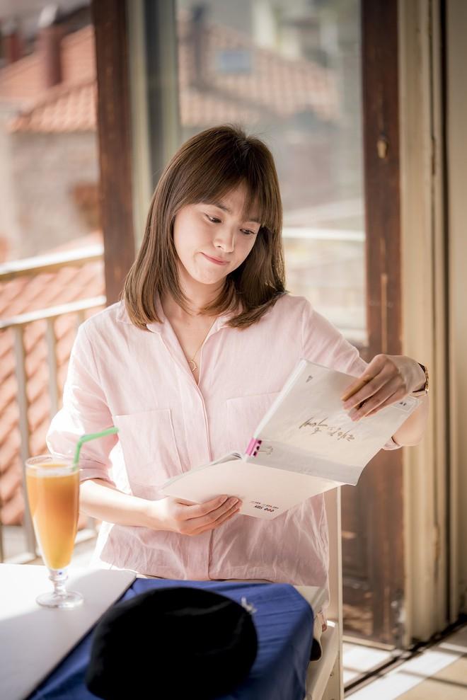Khi đồn đoán vẫn chưa rõ thực hư, Nhã Phương đã kịp đổi tóc giống hệt Song Hye Kyo trong Hậu Duệ Mặt Trời - Ảnh 5.