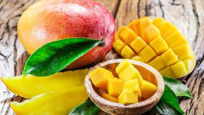 Không chỉ giàu vitamin C tốt cho da và tóc, xoài còn có những tác dụng bất ngờ này đối với sức khỏe cong người - Ảnh 1.