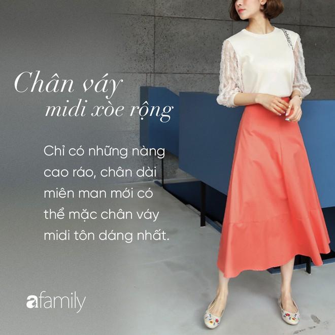 Dù cao ráo hay thấp bé chỉ cần chọn đúng dáng chân váy phù hợp thì chân ai cũng như dài miên man cả tấc - Ảnh 10.