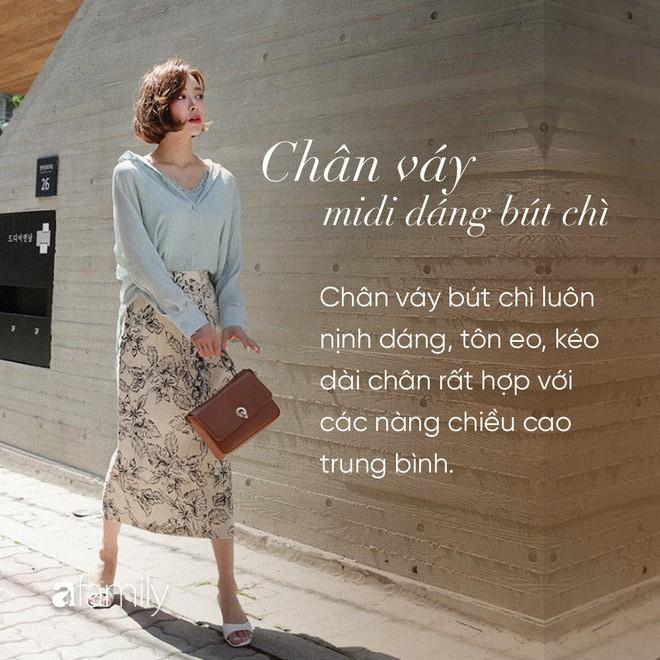 Dù cao ráo hay thấp bé chỉ cần chọn đúng dáng chân váy phù hợp thì chân ai cũng như dài miên man cả tấc - Ảnh 6.