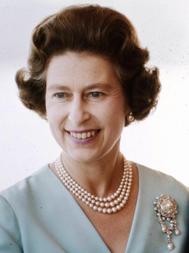 Chả trách Công chúa Charlotte lại có thần thái xuất chúng đến như vậy, hóa ra cô bé chính là bản sao hoàn hảo của Nữ hoàng - Ảnh 5.