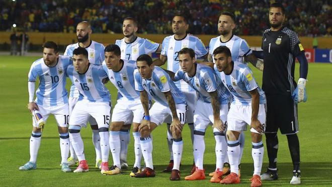 Cả thế giới dự đoán ngôi vô địch World Cup 2018, Vogue thì chọn ra Top 9 đội tuyển có đồng phục đẹp nhất! - Ảnh 3.