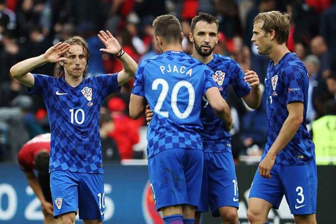 Cả thế giới dự đoán ngôi vô địch World Cup 2018, Vogue thì chọn ra Top 9 đội tuyển có đồng phục đẹp nhất! - Ảnh 9.