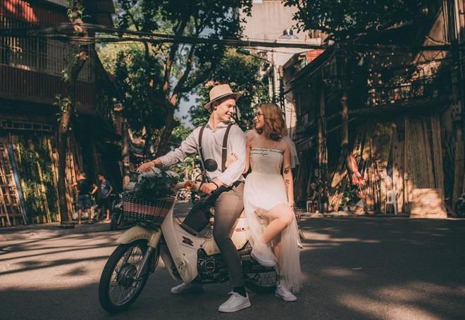Chuyện tình nóng MXH: Chàng trai Đức bỏ dở tương lai quyết sang Việt Nam cưới cô gái tình cờ quen khi hỏi đường đến quán bia - Ảnh 1.