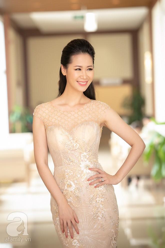 Hoa hậu Dương Thùy Linh bất ngờ đi thi nhan sắc quý bà thế giới ở tuổi 35 - Ảnh 1.