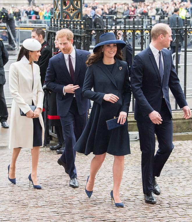 Cùng là công nương Hoàng gia Anh nhưng Kate và Meghan lại có hai style chọn mũ đối lập nhau - Ảnh 3.