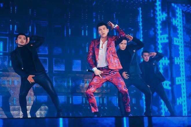 Mai Tiến Dũng phong trần, nhảy cực sung khi tham gia sự kiện - Ảnh 3.