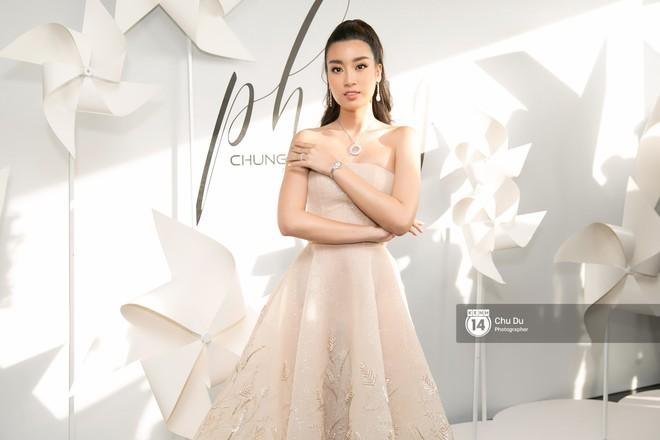 Hoa hậu Mỹ Linh lần đầu lên đồ tới hơn 3 tỷ đồng, Jun Vũ khoe vẻ đẹp mong manh tại show của NTK Chung Thanh Phong - Ảnh 2.