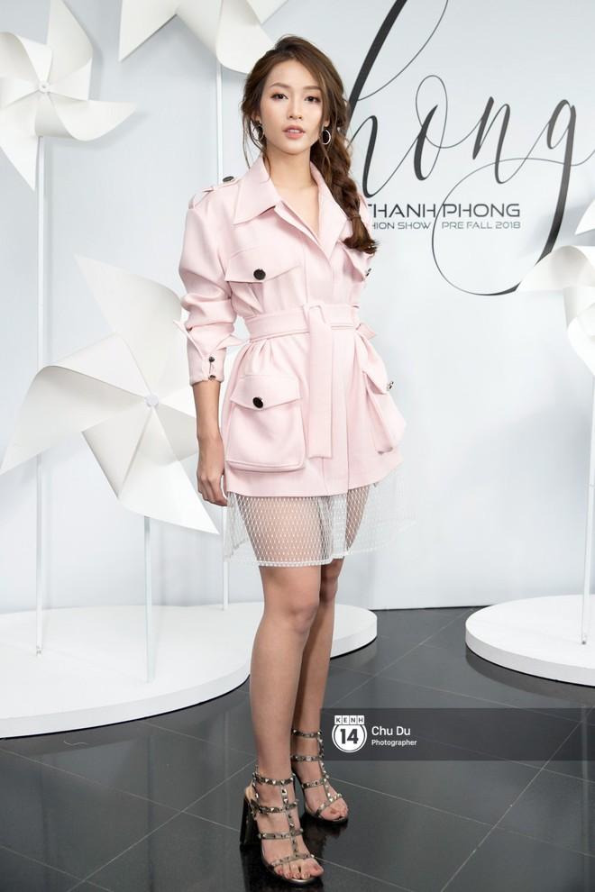Hoa hậu Mỹ Linh lần đầu lên đồ tới hơn 3 tỷ đồng, Jun Vũ khoe vẻ đẹp mong manh tại show của NTK Chung Thanh Phong - Ảnh 11.