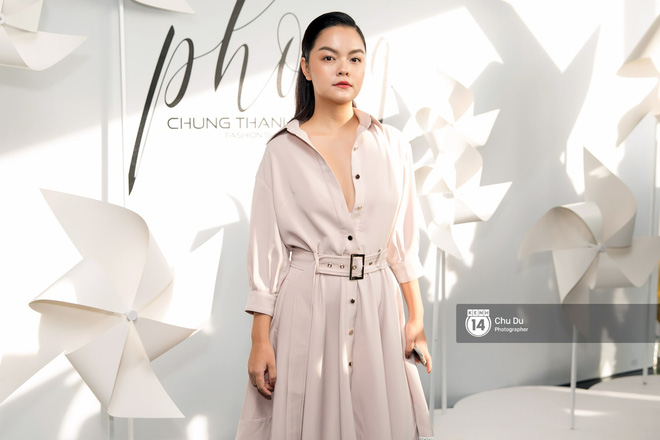 Hoa hậu Mỹ Linh lần đầu lên đồ tới hơn 3 tỷ đồng, Jun Vũ khoe vẻ đẹp mong manh tại show của NTK Chung Thanh Phong - Ảnh 13.